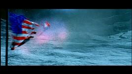 風?に飛ばされる月面の旗